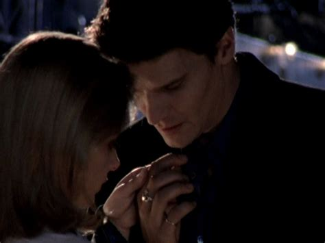 Angel persents a Claddagh ring to Buffy