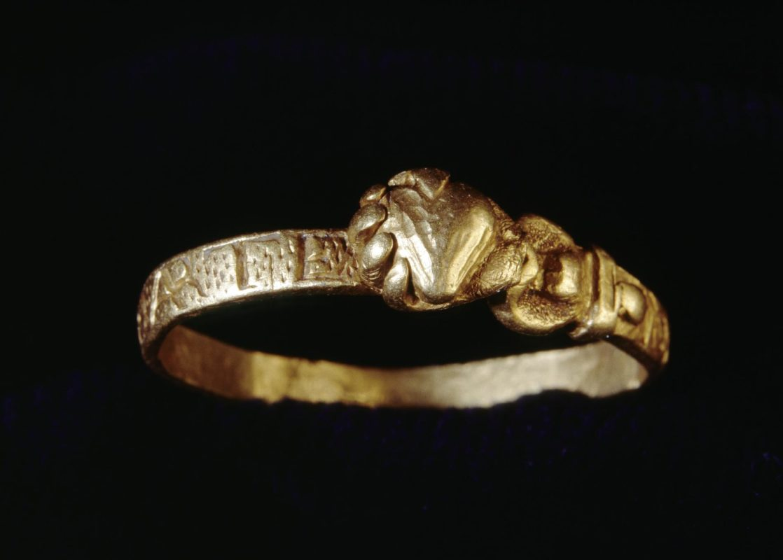 Gold Fede Ring from La Girona